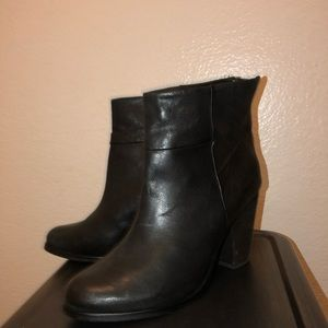 Arturo Chiang black leather boots/booties